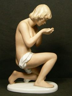 Wallendorf - Graceful image of a kneeling naked woman