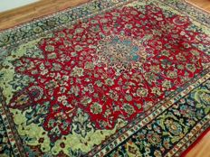 Original & Beautiful Persian Iran Isfahan handknotted 250x350 cm Top Quality & Condition