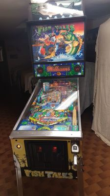 Fish tales pinball machine - 1992