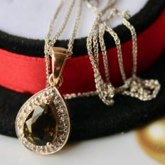 Yellow Gold pendant with white gold chain facetted drop-shaped Tourmaline 7,2x5,5mm is trimmed with old cut small diamonds.
