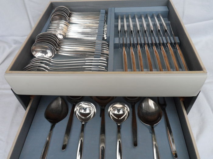 Very beautiful 8 person silver plated (post horn brand) cutlery of Keltum / Kempen and Begeer in original case.