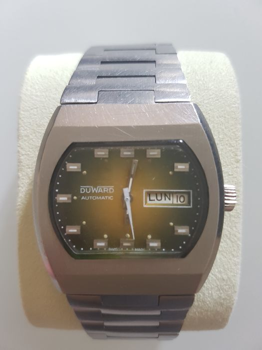 DuWard VIntage Swiss Automatic Movement Mens Wristwatch. Very rare model, day/date. Chunky Case c1978.