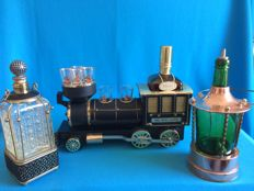Whisky train with decanter and 6 glasses, 2 whisky decanters in holder all with music.