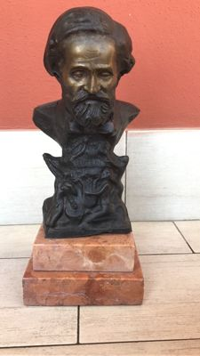 Bronze sculpture with marble base depicting the famous composer Giuseppe Verdi - Italy, first half of the 20th century