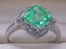Certified gold cocktail ring with diamonds & synthetic emerald – 1.84 carat in total. **No Reserve**