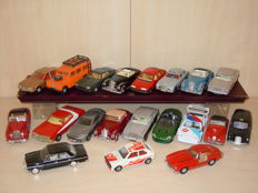 Corgi Toys - Scale 1/36 - Lot with 20 Models: Ford, Jaguar, Mercedes, Land Rover, VW, Aston Martin, Opel, BMW and Rolls Royce