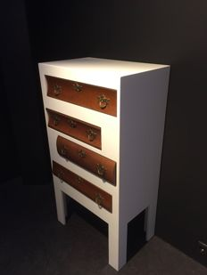 High-gloss chest of drawers