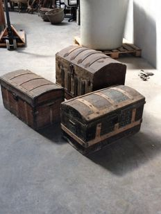 Lot of three chests / trunks. 19th Century