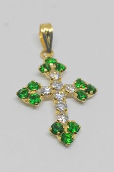 18 kt yellow gold cross with green stones and zirconias