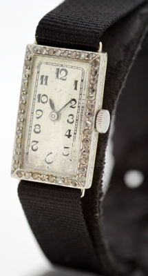 Antique Art Deco 18K Gold ladies manual winding wristwatch with diamonds (0.44 ct total) London 1926