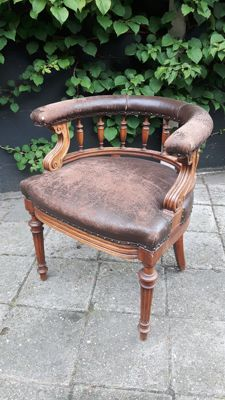 Carved mahogany library tub Chair - 19th century