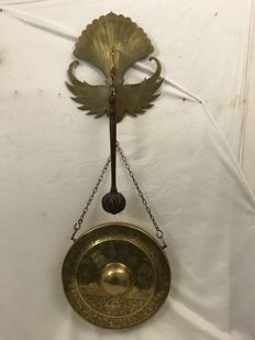 Yellow copper gong on a copper socket - Indonesia - 1st half of the 20th century