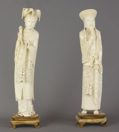A pair of finely carved ivory emperor figures - China - ca 1900/1930