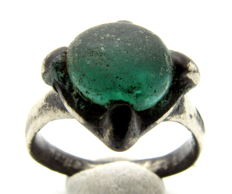 Medieval Silver ring with green gem inserted in bezel - 19 mm