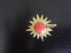 18 kt gold brooch with cerasuola coral - Length: 5 cm, maximum width: 4 cm