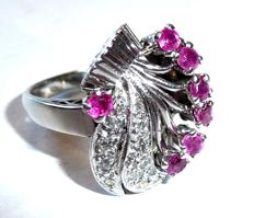 14 kt / 585 white gold diamond-ruby ring, a flower bouquet made of precious stones, ring size 53/16.9 mm, adjustable