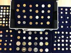 World - Batch of various coins a.w. antique (268 pieces) in 6 coin tableaus + coin cases (incl. silver)