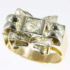 Stunning gold fifties ring with diamonds