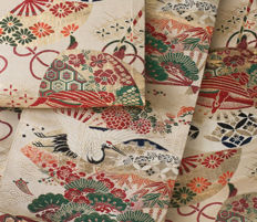 An exclusive Maru Obi with 2 different sides. Multi-coloured brocade and decorated with classic Japanese motifs - Japan - ca. 1950
