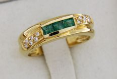 18 kt gold ring with emeralds and diamonds of 0.08 ct, ring size: 56
