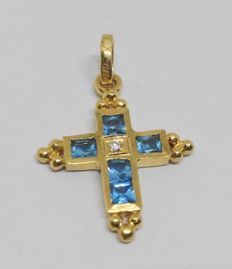 Cross in 18 kt yellow gold with blue stones
