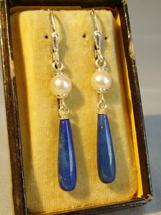 Long lapis lazuli pendeloques with genuine white salt water pearls