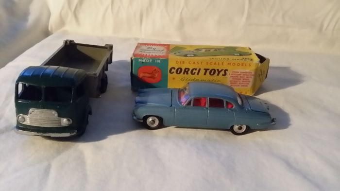 Corgi Toys/Dinky Toys-FR - Scale 1/43 - Jaguar Mark X No.238 and Simca Cargo Tipper Truck No.33b