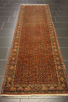 Magnificent Persian carpet genuine Bidjar with patina excellent wool 170 x 250 cm, made in Iran circa 1990