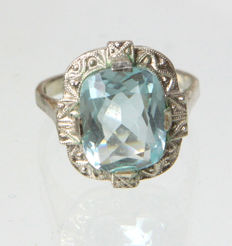 Ring with aquamarine coloured spinel