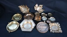 Lot of 11 ashtrays/pocket emptiers/centrepieces in brass (two maybe in bronze)