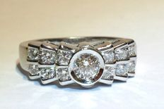 Ring with brilliant cut diamonds, 0.30 ct centre stone and accent stones of approx 0.70 ct - Ring size: 13/53