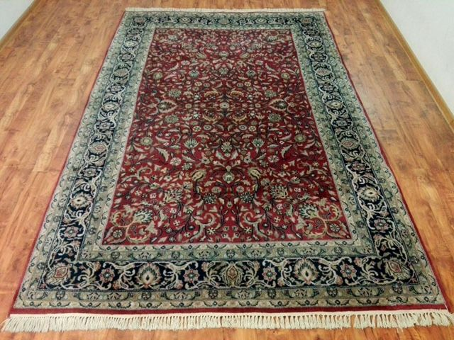 Beautiful oriental Isfahan rug Handknotted 201x300 cm Top Quality & Condition with certificate of authenticity