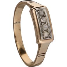 18 kt - rose gold ring set with 4 rose cut diamonds in a white gold setting - ring size: 16.25 mm