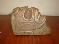 Taino Greater Antilles - Zemi - Macorix head - anthropomorphic sculpture - carved, chiselled and polished brown stone - height: 100 mm, length: 139 mm, width: 65 mm, weight: 1000 g