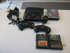 Sega Mega drive 2 + 2 originele controllers + 5 goede games als TMHT Tournament fighters + Mickey mouse + Crack Down etc.