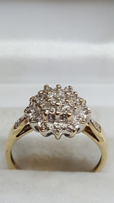 8 kt yellow gold women's ring set with 19 diamonds. No reserve!!