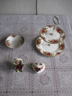 Royal Albert - Old Country Roses - Flower basket - Flower heart - Biscuit etagère - Compote bowl