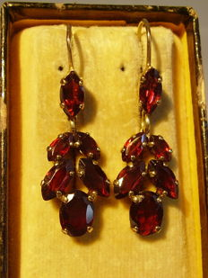 Golden Victorian earrings with garnet in two-level creation