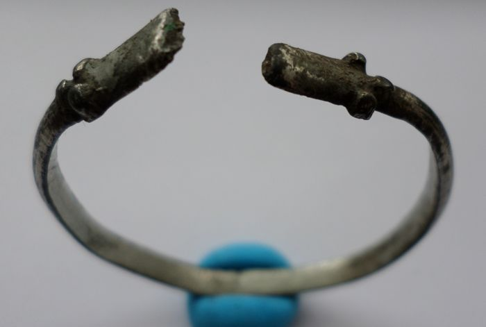 Early Medieval Viking silver bracelet with dragonheads -  45  mm