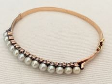 19th century rose gold bracelet with pearls and diamond.