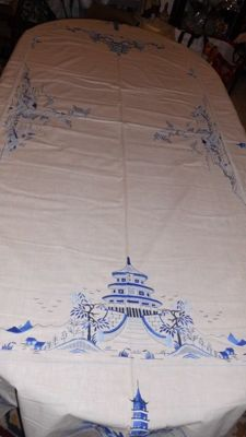 Very beautiful tablecloth (2.45m x 1.60m) oriental embroidery