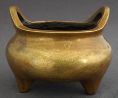 Brass incense burner on three legs, with four character mark - China - 2nd half 20th century