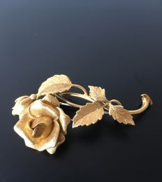 Brooch in 18 kt gold in the shape of a rose, handmade