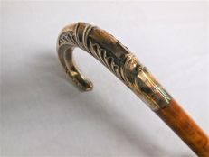 Walking stick made of real wood with a knob made of 800 silver - France or Germany - ca. 1910