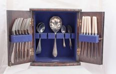 English regiment oak fitted mini cabinet containing cutlery for 6 persons, early 20th century