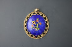 14 kt antique pendant with hand painting