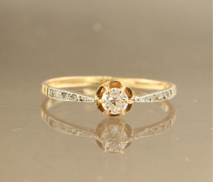 18 kt bi-colour gold ring set with a Bolshevik cut diamond in the centre and ten rose cut diamonds on the shank, approximately 0.23 carat in total