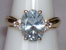 14 karat yellow gold ring with a light blue topaz and 6 cubic cut zirconias - ring size 16.1 mm.