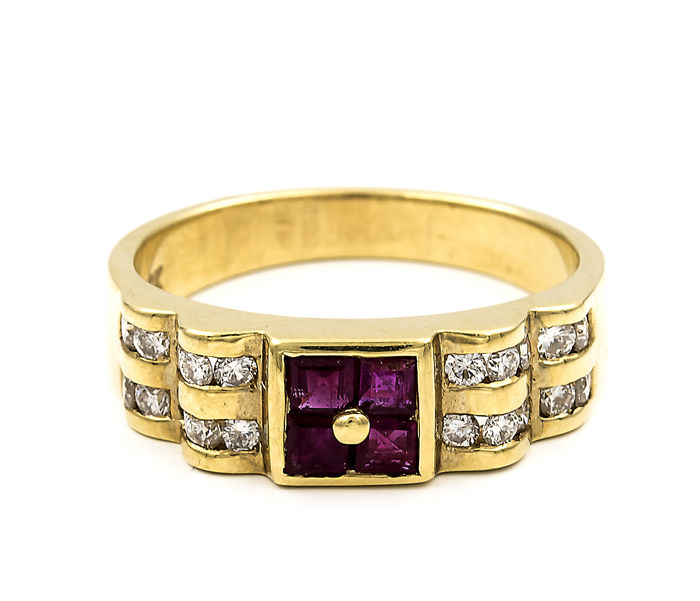 Yellow gold, 18 kt - Cocktail ring with diamonds weighing 0.50 ct and rubies weighing 0.50 ct - Size: 16 (Spain)