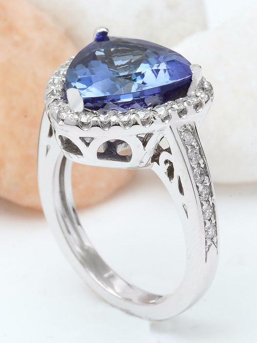 6 90 carat tanzanite and ring in 14k solid white